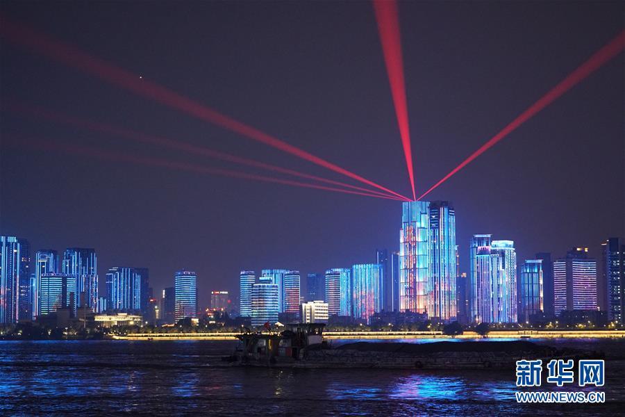 (图文互动)(4)武汉25公里大型灯光秀深情告白祖国