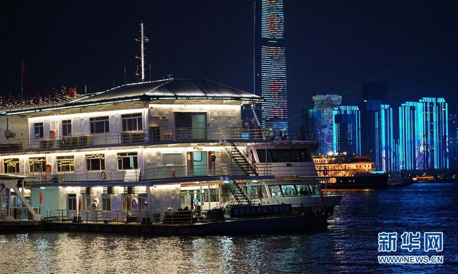 (图文互动)(9)武汉25公里大型灯光秀深情告白祖国