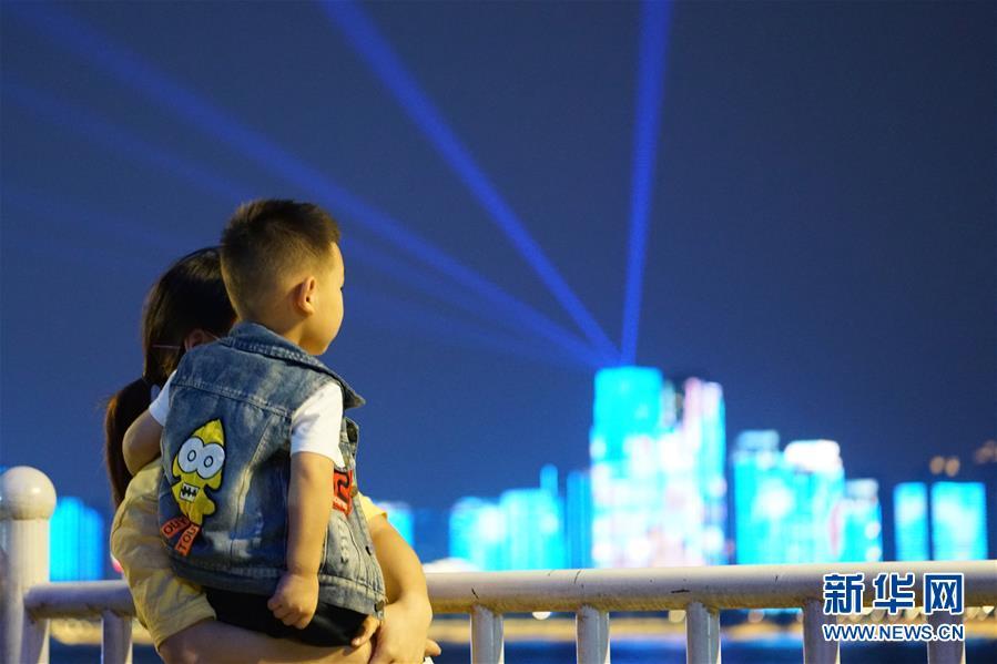(图文互动)(5)武汉25公里大型灯光秀深情告白祖国