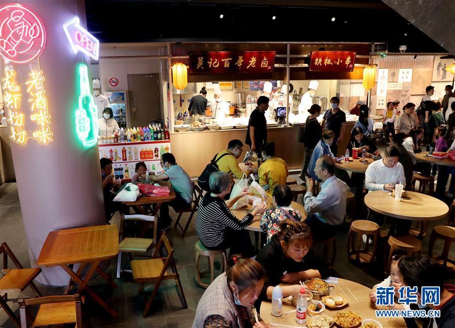 """(经济)(4)上海:""""双节""""消费旺"""