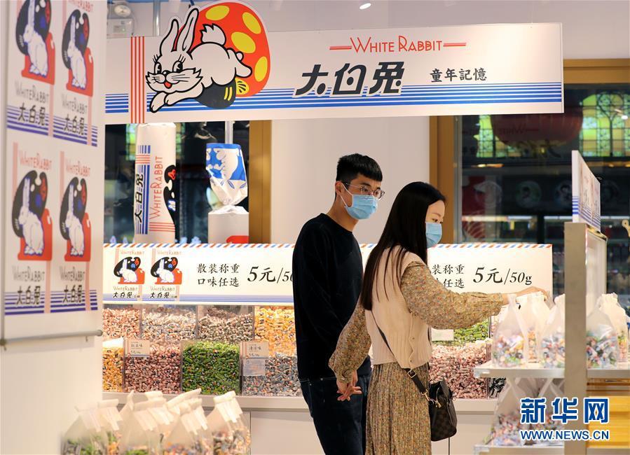 """(经济)(2)上海:""""双节""""消费旺"""