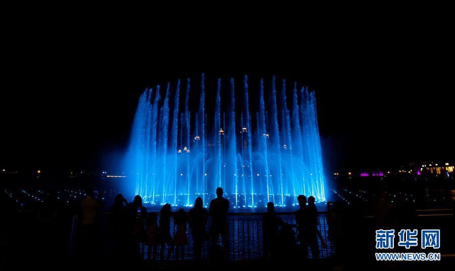 迪拜棕榈岛音乐喷泉表演季开始