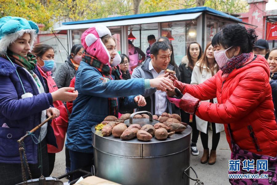 金发小妞卖地瓜——一对美国姐妹的中国梦