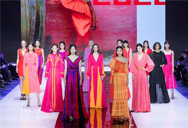 以新丝绸之路谱写中意时尚合作新未来