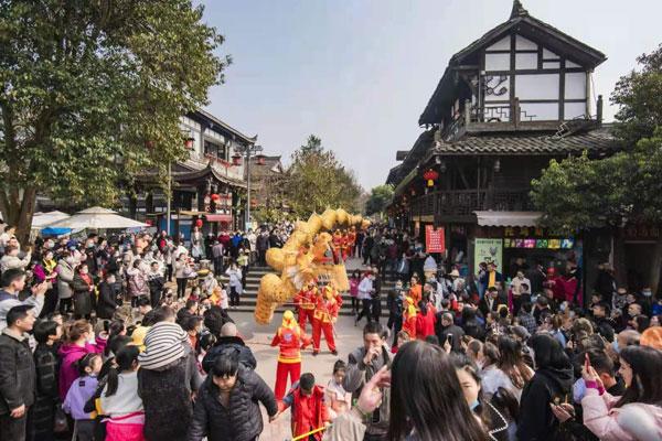 """防控、旅游""""两手抓"""" 平乐古镇掀起春节旅游热潮"""