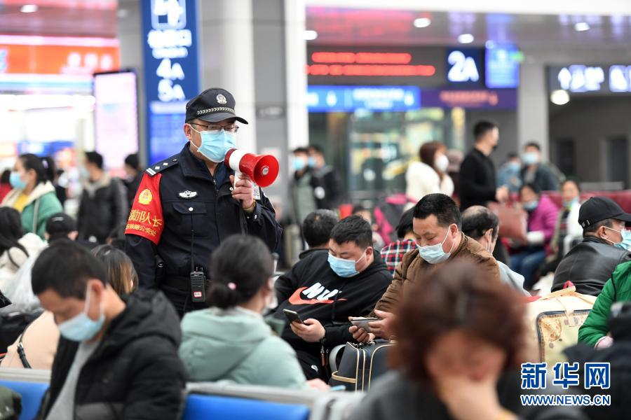重庆:春运返程路上的守护者