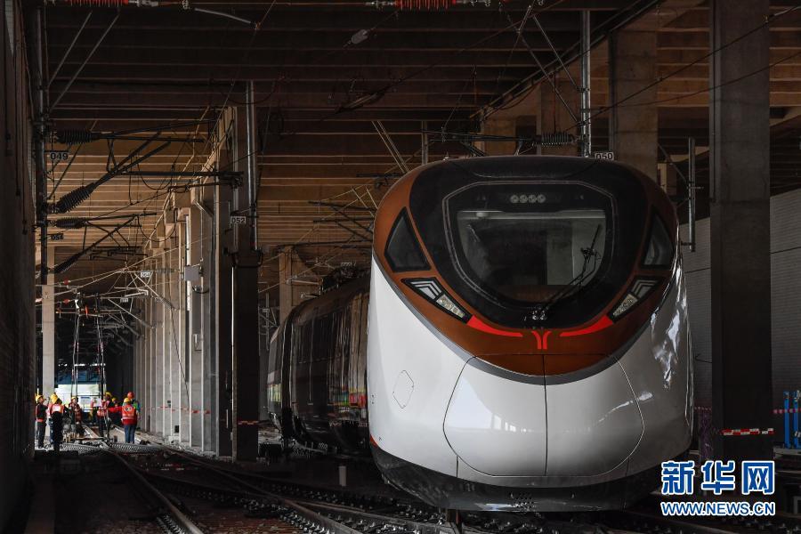 """粤港澳大湾区首列时速160公里地铁列车成功""""安家"""""""