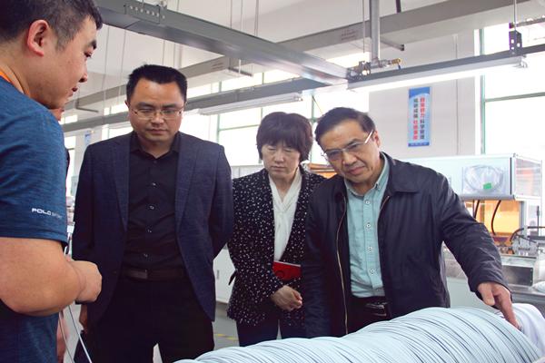 """湘潭市人社局""""三送""""小分队赴企业开展走访服务"""