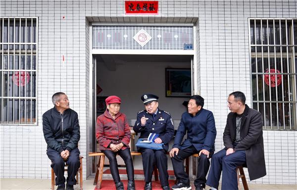 安徽省安庆市宿松包村民警入户为民办实事