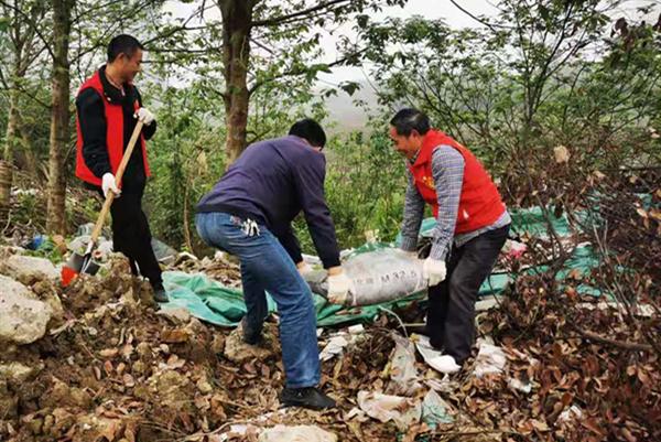 """新时代文明实践耀武陵 仙源社区开展""""清理白色垃圾""""志愿服务活动"""