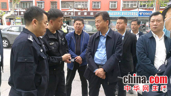 邯郸市人大常委会视察组督导检查主城区免费临时停车泊位施划工作