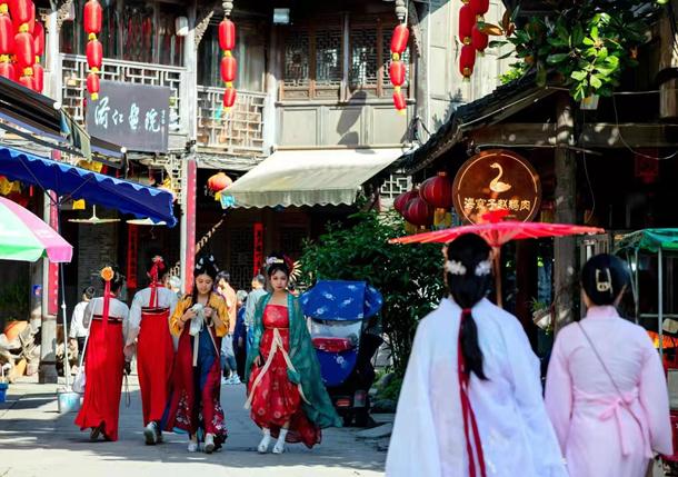 四川彭州:汉服古风文化助力本地特色旅游