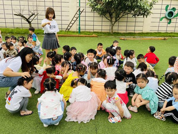 崇州市绿色实验幼儿园明湖园区开展防震防暴演练活动