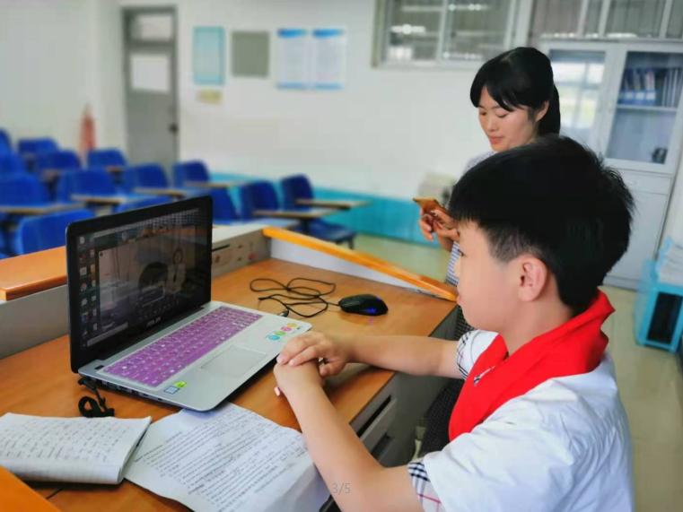 彭州市延秀小学学生参加中外学生视频论坛活动