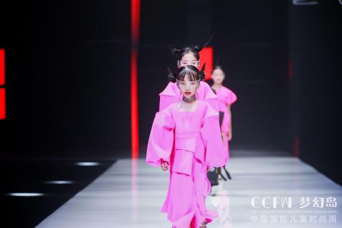 简美曲线X傅素琴惊艳亮相2021中国国际儿童时尚周