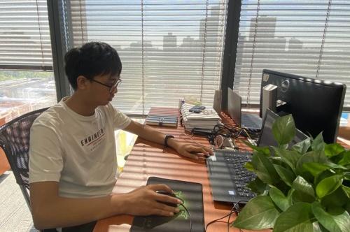 """易鑫""""源泉""""实习生计划:技术""""新星""""易鑫"""