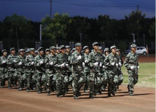 常德技师学院举行2021级新生军训会操表演