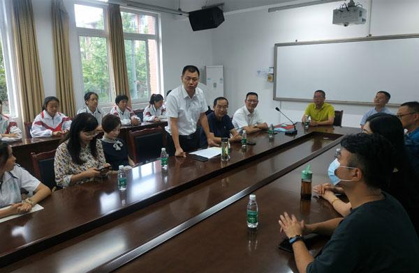 马尔康市领导看望在崇学习的藏区师生