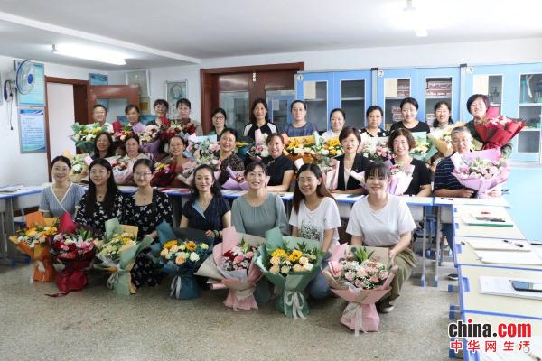 烟台芝罘区新石路小学:书香氤氲成长 师爱心中激荡