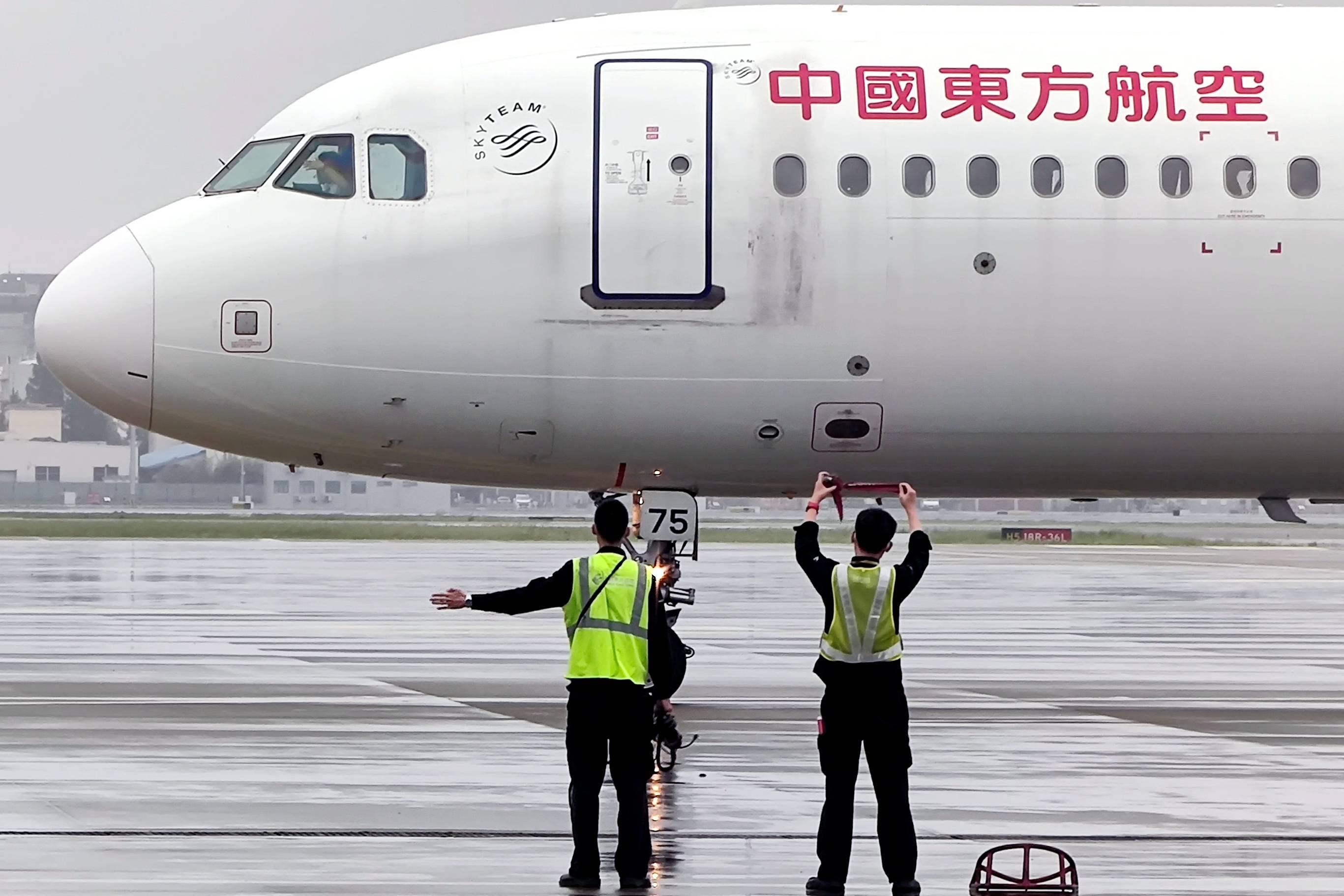 161架东航飞机陆续解除台风系留 东航上海航班运行有序恢复