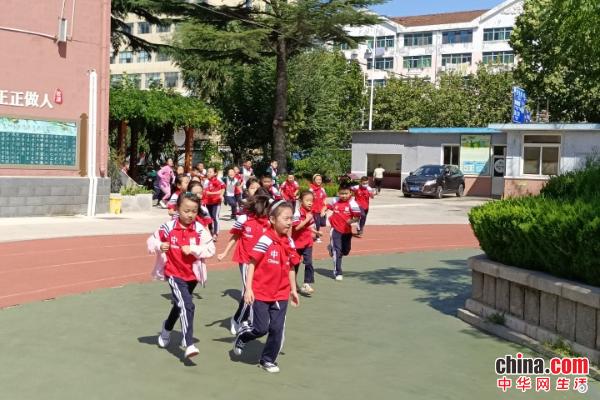 未雨绸缪!烟台芝罘区万华小学举行紧急逃生演练