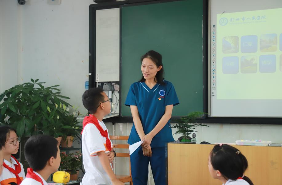 """彭州中学实验学校开展""""拯救生命  成'救'你我""""健康宣讲进校园活动"""