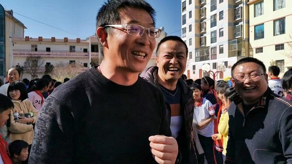 数千孩子因为他走出乌蒙山