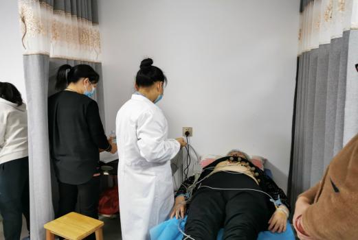 鼎城区:开展重阳节送温暖、送健康义诊活动