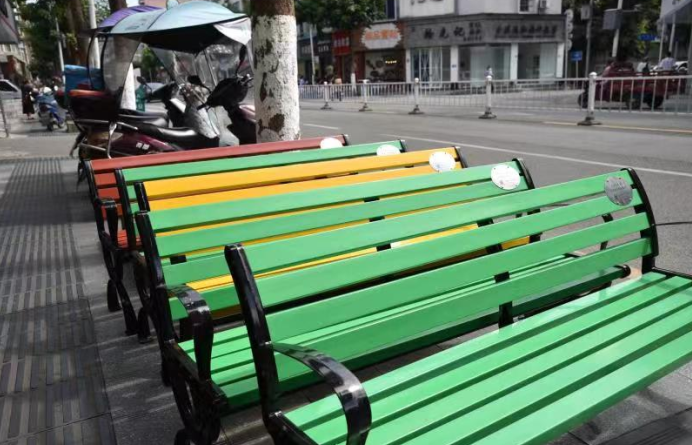 小小爱心座椅 引领彭州城市共建共享