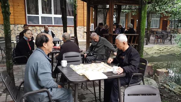"""崇州市白头中学召开2021年""""重阳节""""退休教职工座谈会"""