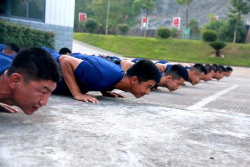 体能训练怎么搞?这个单位有妙招!