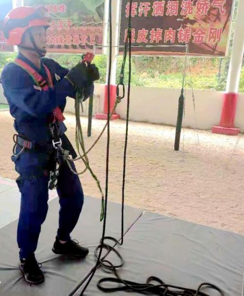 蓝朋友的绳索救援训练