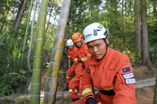 三明支队泰宁大队严密开展悬崖向上救援课目训练