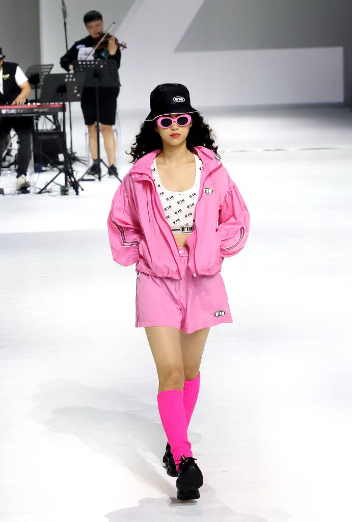 上海时装周发布URLAZH有兰2022春夏系列时装