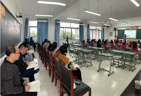 """基于""""双减""""工作下的彭州市余世友名师工作室到七一竹瓦学校开展送培送教活动"""