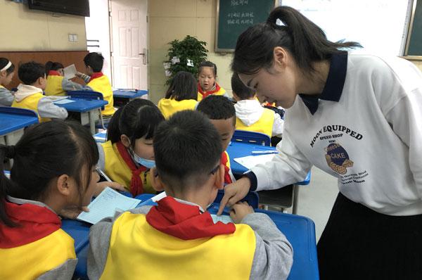 崇州市教培中心在学府小学开展崇州市级重点课题课例研讨活动