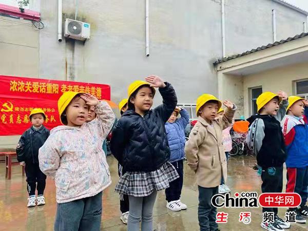 河北省隆尧县:重阳节和爷爷奶奶一起过