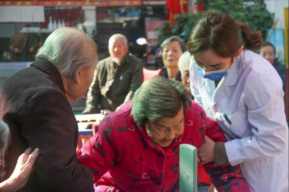 民生公益|健康送到养老院 义诊服务暖人心