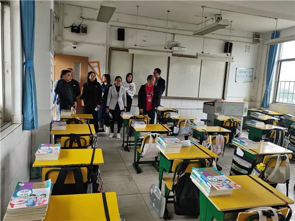 青白江中学召开十月份德育工作专题会议