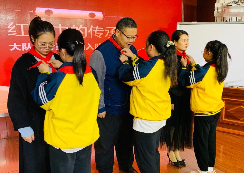 成都市青白江区实验小学举行少先队入队仪式活动