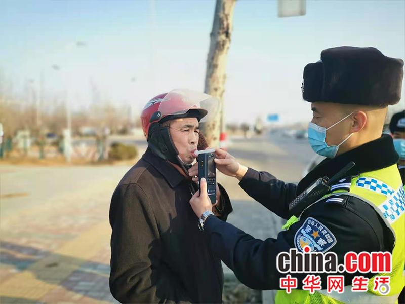 山东烟台:严厉打击酒后驾驶 确保春节道路交通安全