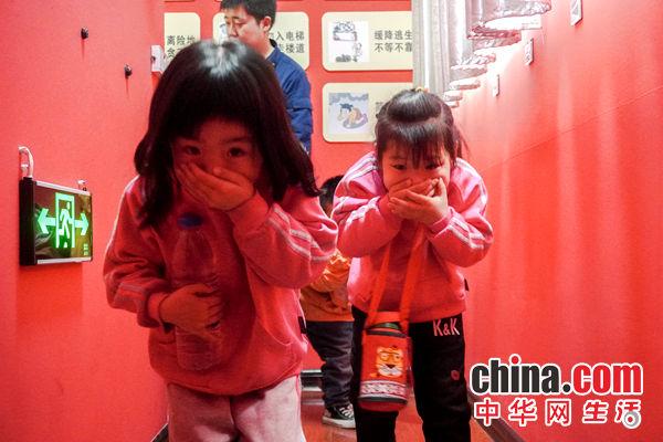 """甘肃天水:红门开放日!""""小萌娃""""零距离感受红门"""