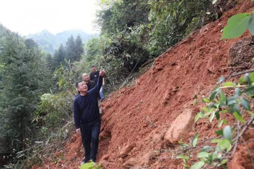 最新消息:新宁县快速处理金木村马家坳山体滑坡