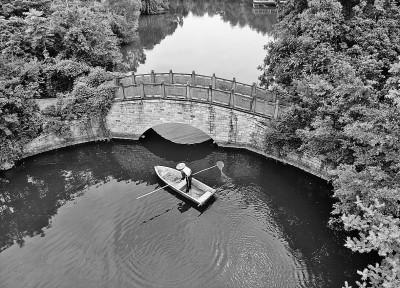 巡湖保洁美公园