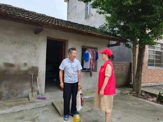 河洑镇全美村:粽叶飘香过端午,志愿慰问暖人心