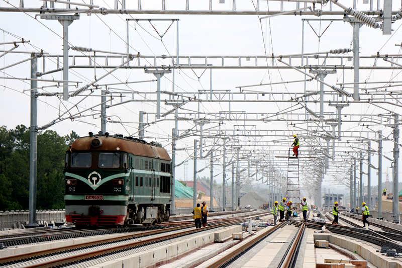 赣深铁路首座220千伏牵引变电所受电成功