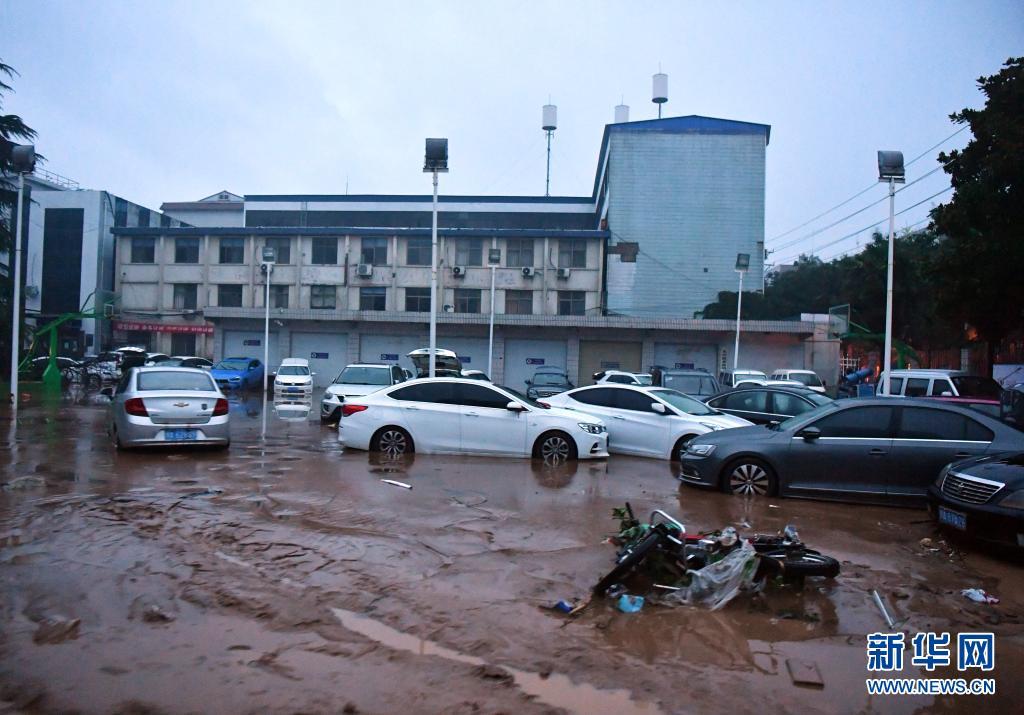 河南巩义市一镇区因强降雨被淹没 大量群众被临时安置