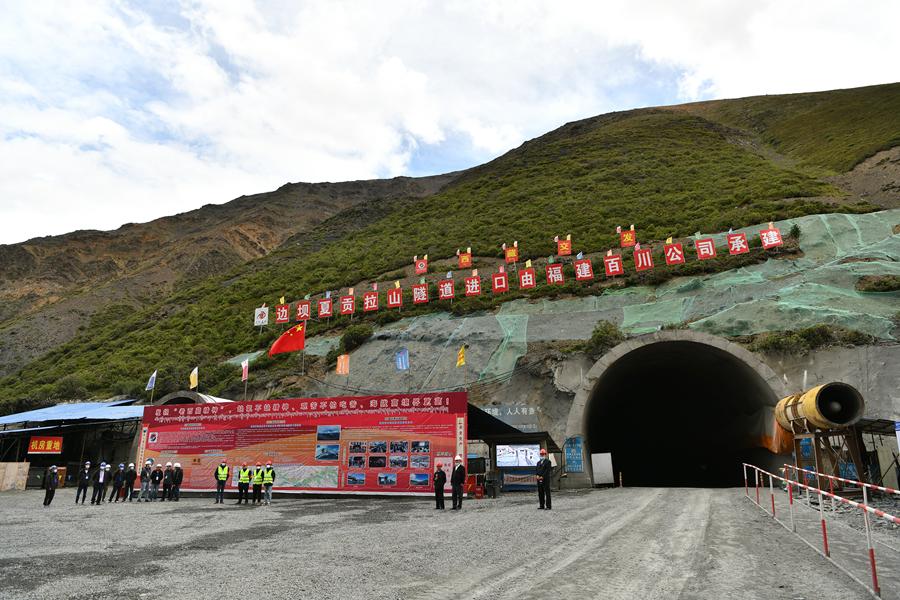 """""""入藏第一险""""夏贡拉山隧道有望明年建成"""