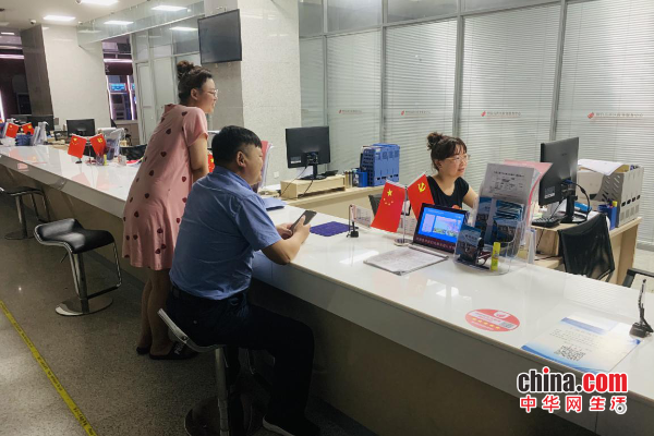 烟台高新区:商事登记延时服务 为企办照争分夺秒
