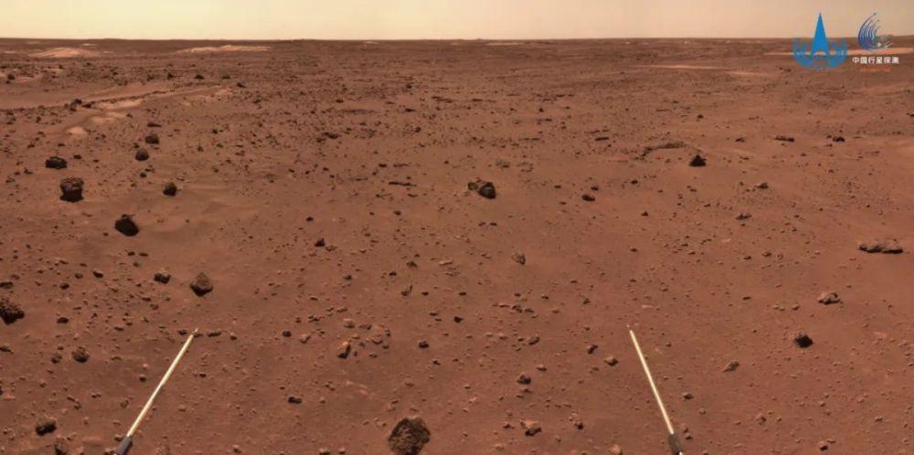 """""""祝融号""""火星车开始穿越复杂地形地带"""
